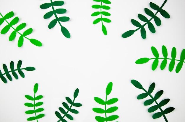 Tropische bladeren in papier gesneden stijl groen frame Gratis Foto