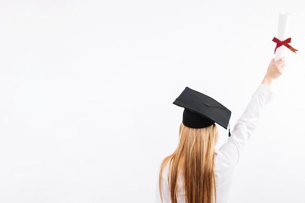 Trotse vrouw met papier van het onderwijs Premium Foto