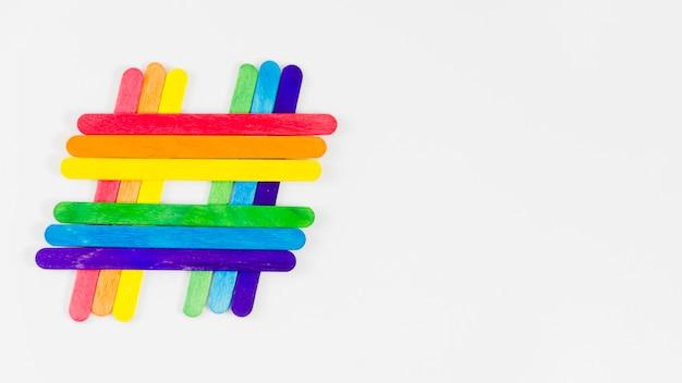 Trotsvlag met kleurrijke stokken Gratis Foto