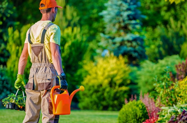 Tuinman en zijn tuin werk Gratis Foto