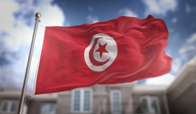 Tunesische vlag 3d-rendering op de achtergrond van de blauwe hemel Premium Foto