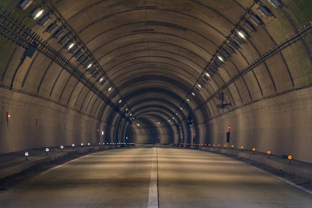 Tunnel road Premium Foto