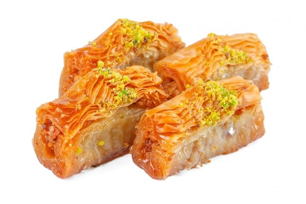 Turkse ramadan dessert baklava geïsoleerd Premium Foto