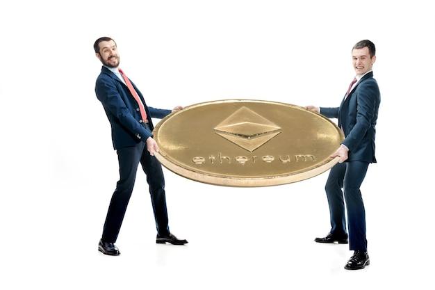 Twee casual man bedrijf pictogram te houden Gratis Foto