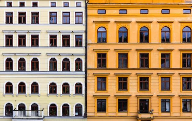 Twee gecombineerde gevels van gebouwen, oude europese stad. Premium Foto