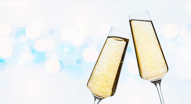 Twee glazen champagne op een defocusachtergrond Premium Foto