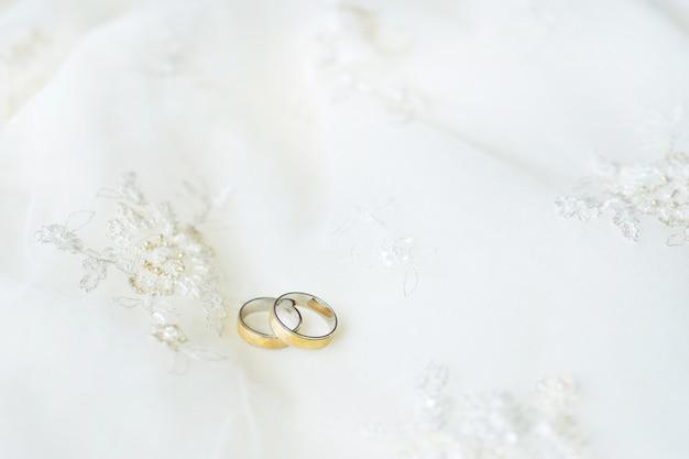 Twee trouwringen Premium Foto