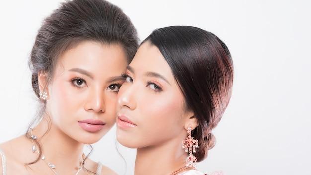 Twee vrouwen model mooie make-up. Premium Foto