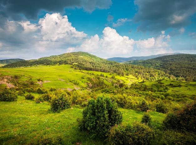 Uitzicht op bergen landschap Gratis Foto