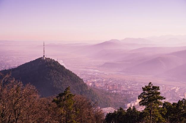 Uitzicht op de natuur met bergen Gratis Foto