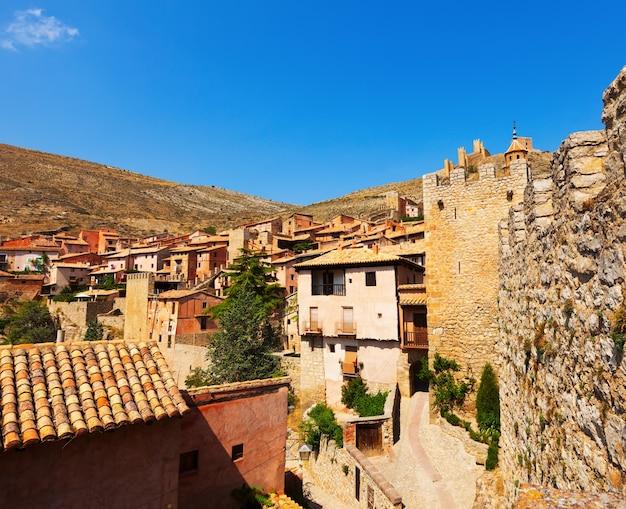 Uitzicht op de spaanse stad in de zomer Gratis Foto