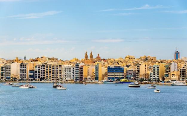 Uitzicht op de stad sliema in malta Premium Foto
