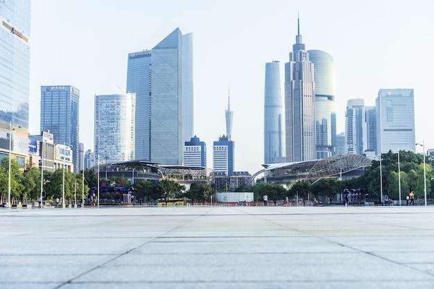 Uitzicht op de stad vanaf de grond Gratis Foto
