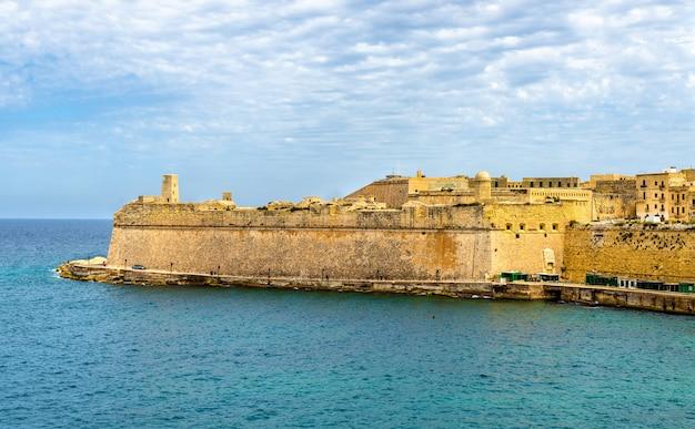 Uitzicht op fort saint elmo in valletta, malta Premium Foto
