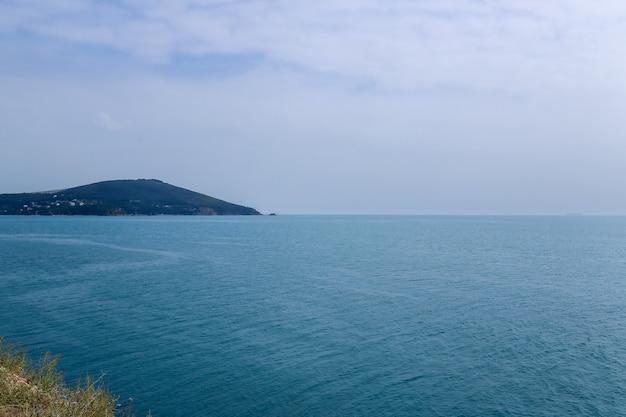 Uitzicht op het zee van marmara in istanbul. kalkoen Premium Foto