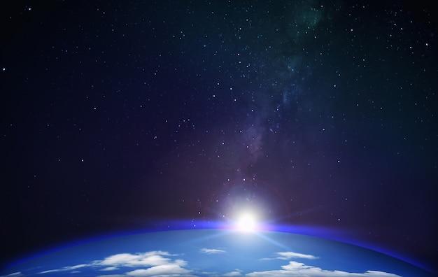 Uitzicht vanaf de planeet aarde met melkweg achtergrond met sterren ruimte Premium Foto