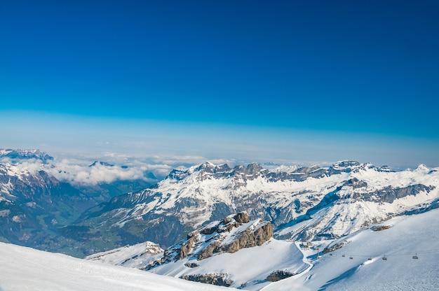 Uitzicht vanaf mt. titlis in de zwitserse alpen Premium Foto