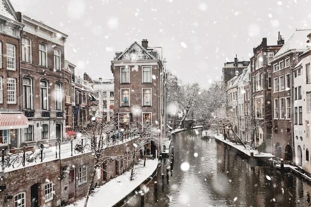 Utrecht winter sneeuwval weergave Premium Foto