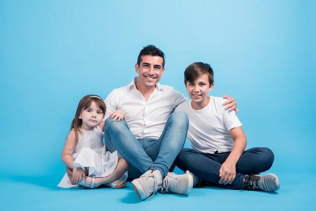 Vaders dag concept met gelukkige familie Gratis Foto