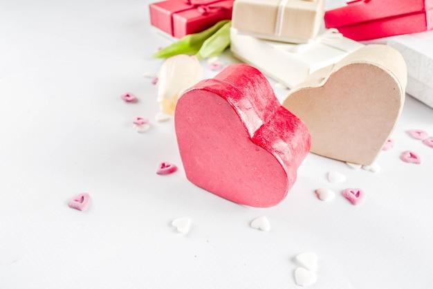 Valentijnsdag geschenken geschenk dozen achtergrond Premium Foto