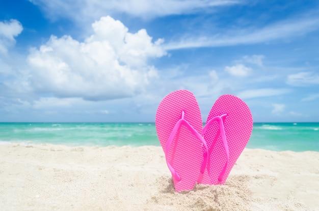 Valentijnsdag op het strand van miami Premium Foto