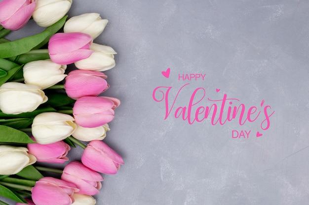 Valentijnsdag sjabloon met mooie compositie gemaakt met tulpen Gratis Foto