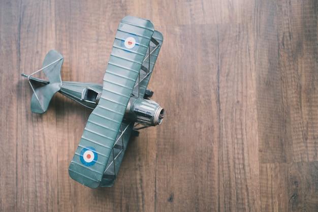 Van bovenaf gezien speelgoedvliegtuig Gratis Foto