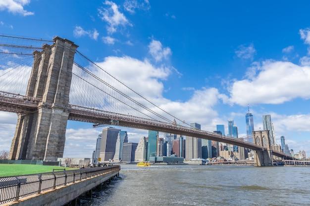 Van de brugmanhattan van brooklyn cityscape van de binnenstad new york de vs Premium Foto