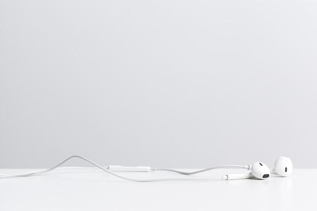 Van digitale muziek koptelefoon geïsoleerd Premium Foto