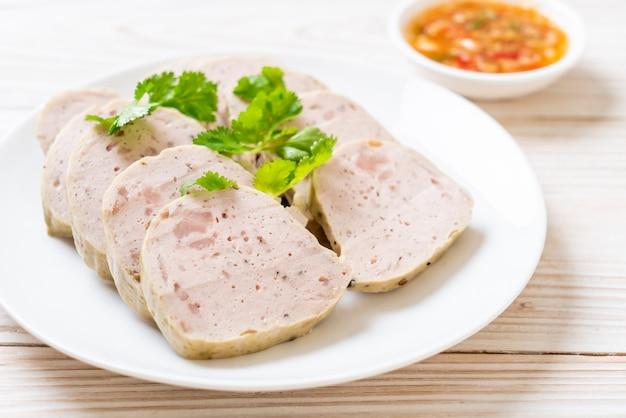 Varkensworst vietnamees of vietnamees gestoomd varkensvlees Premium Foto