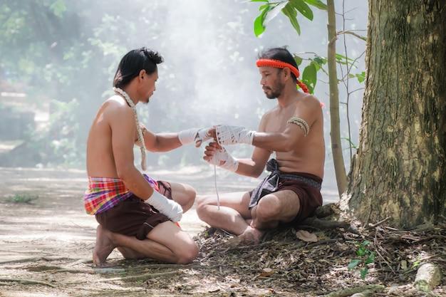 Vechtsporten van het muay thai, thai boksen. Premium Foto