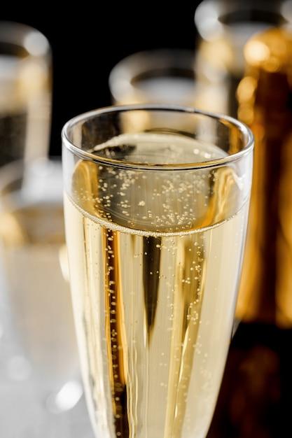 Veel glazen champagne Premium Foto