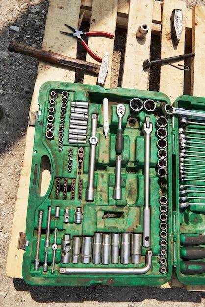 Veel oude instrumenten in gereedschapskist. Gratis Foto