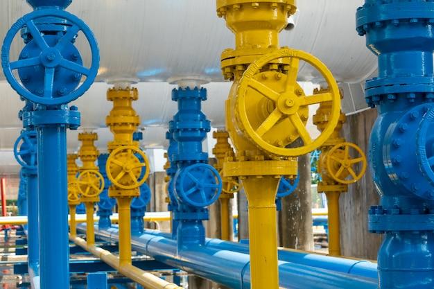 Veiligheidsventielen bij gasfabriek Premium Foto