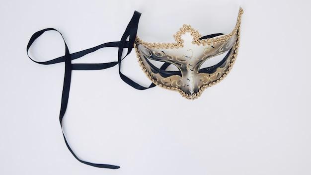 Venetiaans carnaval-masker dat op witte achtergrond wordt geïsoleerd Gratis Foto