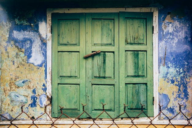 Venster in hoi an, vietnam Premium Foto