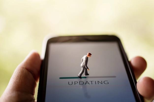 Verandering voor nieuwe uitdaging in leven of upgrade technologieconcept Premium Foto