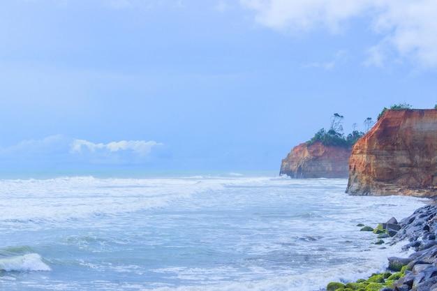 Verbazingwekkende eiland met oceaan daglicht moment Premium Foto