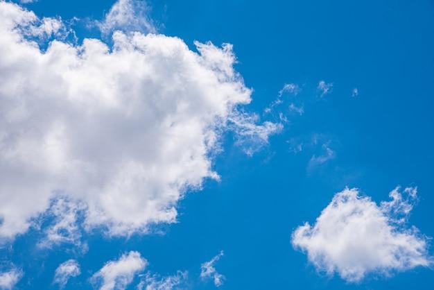 Verbazingwekkende mooie hemel met wolken Gratis Foto