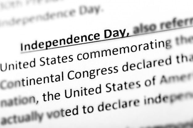 Verenigde staten onafhankelijkheidsdag uitleg of beschrijving in woordenboek of artikel. Premium Foto