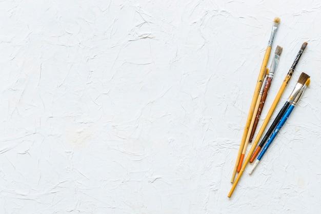 Verf penselen bovenaanzicht Gratis Foto