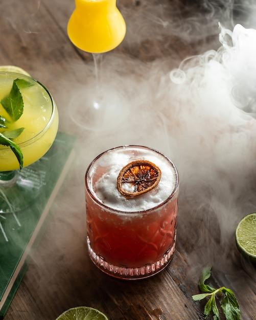 Verfrissende fruitdrank van gedroogde vruchten Gratis Foto