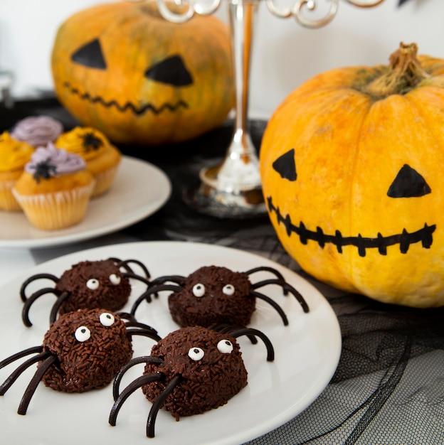 Vergrote weergave van heerlijke halloween spider snoepjes Premium Foto