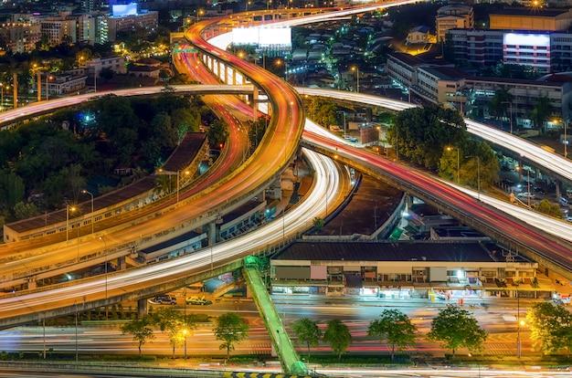 Verhoogde snelweg Premium Foto