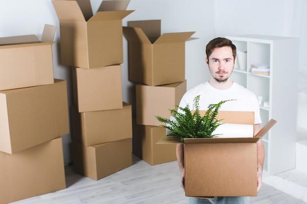 Verhuizen in een nieuw huis. Premium Foto