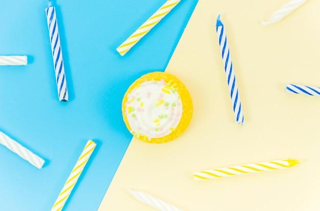 Verjaardag cupcake met kaarsen Gratis Foto