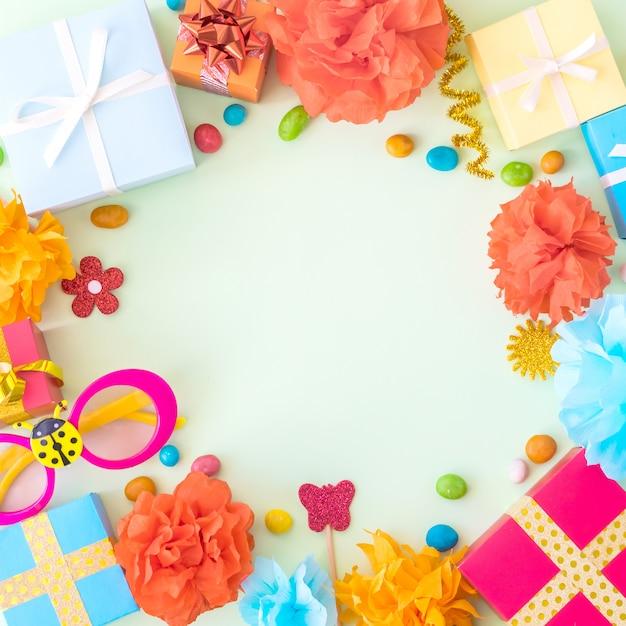 Verjaardag partij achtergrond met feestelijke decor Premium Foto