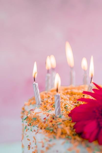 Verjaardagscake voor waterverfachtergrond Gratis Foto