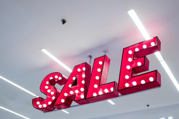 Verkoop lightbox opknoping in het warenhuis - verkoop bewegwijzering Premium Foto