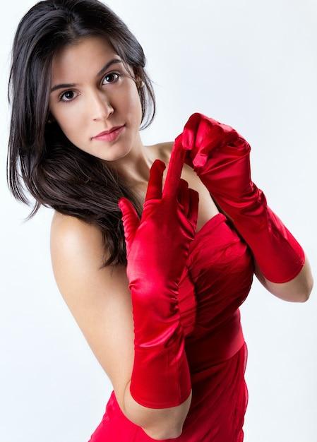 Verleidelijk haar vogue rode handschoenen Gratis Foto